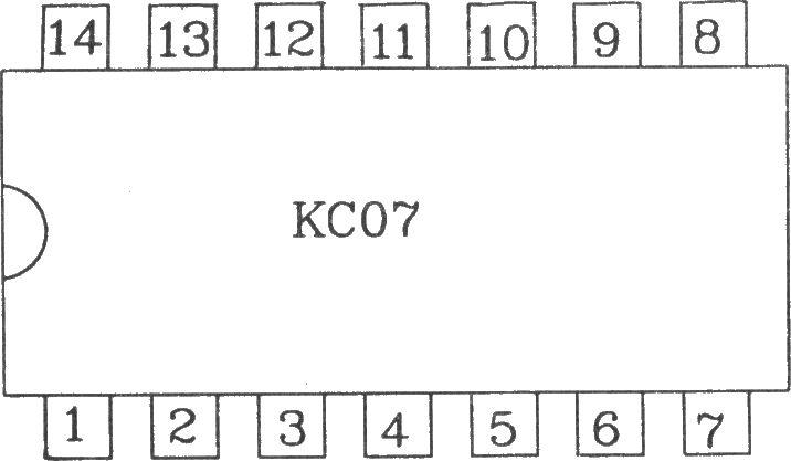 KC07 可控硅过零触发器KC07能使双向可控硅的开关过程在电源电压为零或电流为零的瞬间进行触发。这样,负载的瞬态浪涌电流和射频干扰最小,可控硅的使用寿命也可以提高。该电路可作单相或三相电机和电器的无触点开关。适用于电感性负载的过零触发及感性负载的调功触发。KC07可采用自生直流稳压电源,也可以采用外接电源。 电参数如下:电源电压:a.外接直流电压 (12~16)V。b.自生直流电源电压: (12~14)V。电源电流:l8mA。零检测输入端最大峰值电流:10mA。输出脉冲:a.脉冲幅度:>13V。b